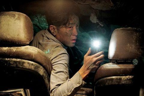 『トンネル 闇に鎖された男』